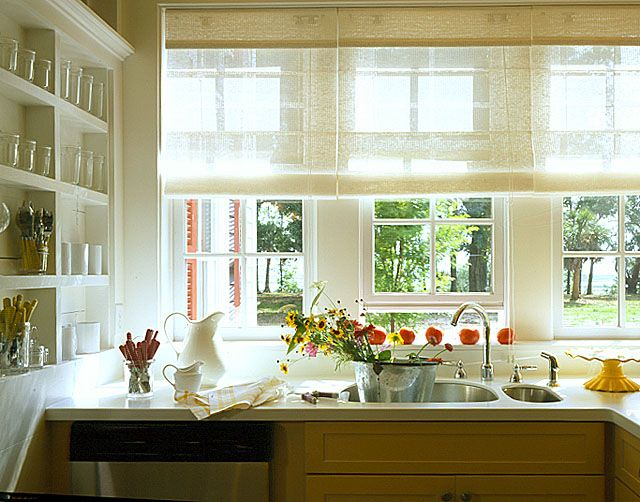 Pin by katharina on window treatments vorhaenge etc for Country cottage kitchen designs