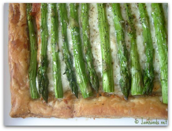 Asparagus Gruyere Tart at www.jamhands.net