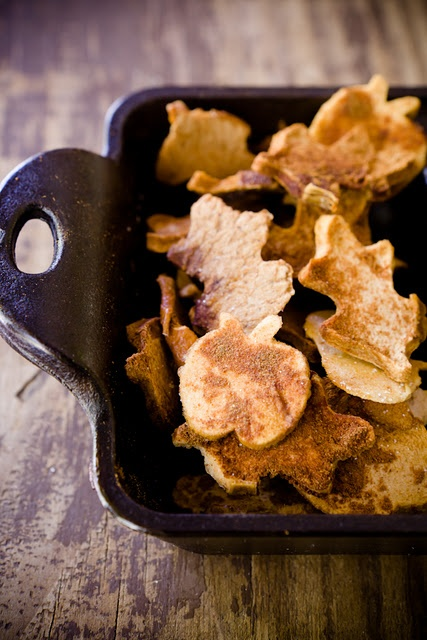 fall shaped apple chips