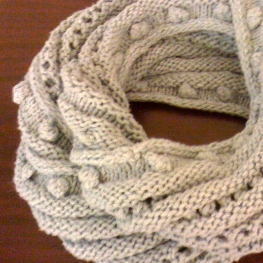 Knit Flower Pattern Free : New Street Knitter Bobble and Eyelet Infinity Scarf/Mobius Knitting P?