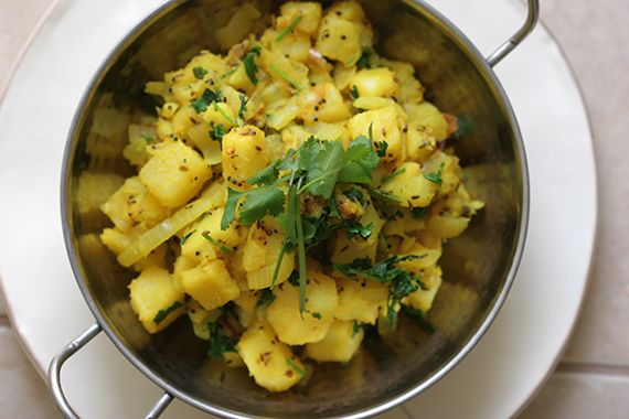 Recipe: Sukha Aloo (Sauteed Potatoes with Onion)