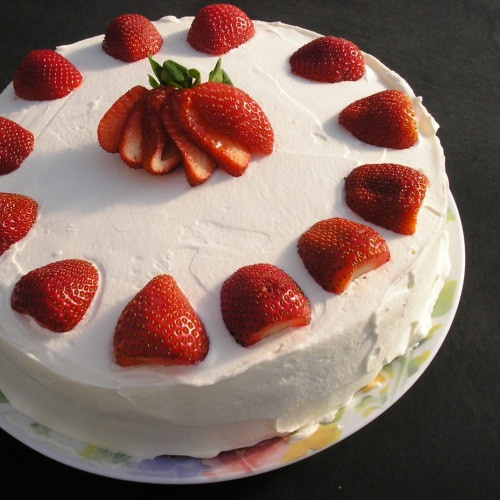 July Dessert! Strawberry whipped cream cake recipe: Basic yellow cake ...