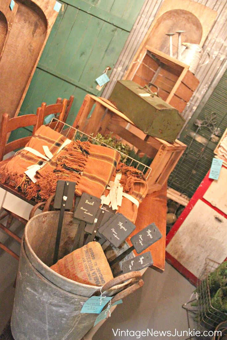 Dreamy vintage junk shop ideas for decorating your own booth Home decorating ideas using junk