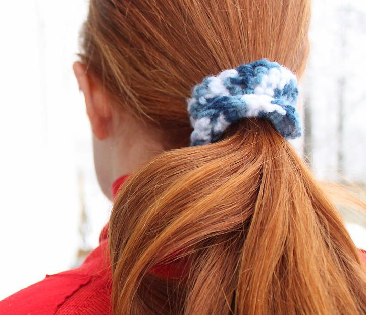 diy crochet hair ties- So easy all you need is: Yarn, elastic hair ...