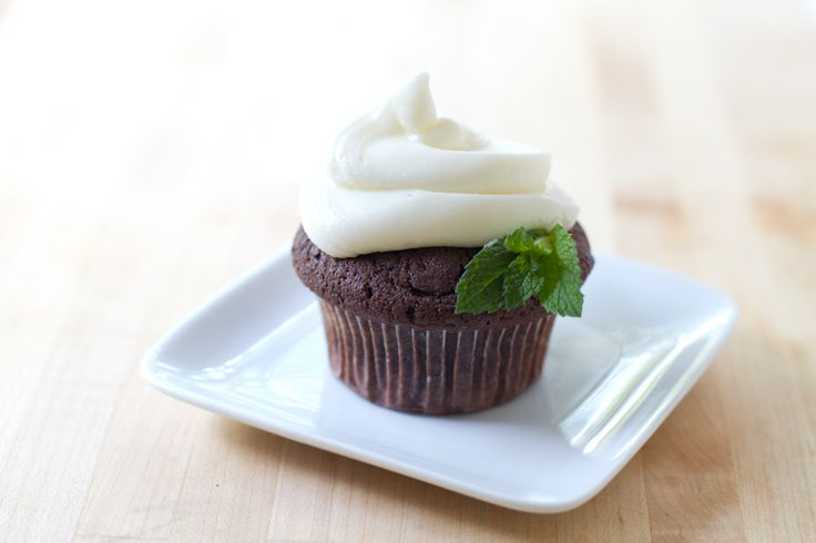 Mint Chocolate Chip Cupcakes. A sweet reward for after installing that ...