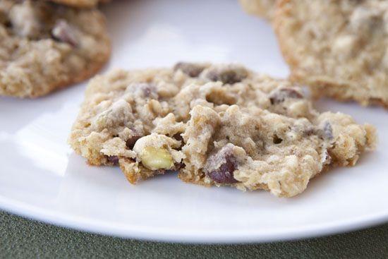 chocolate chip and pistachio cookies, macheesmo