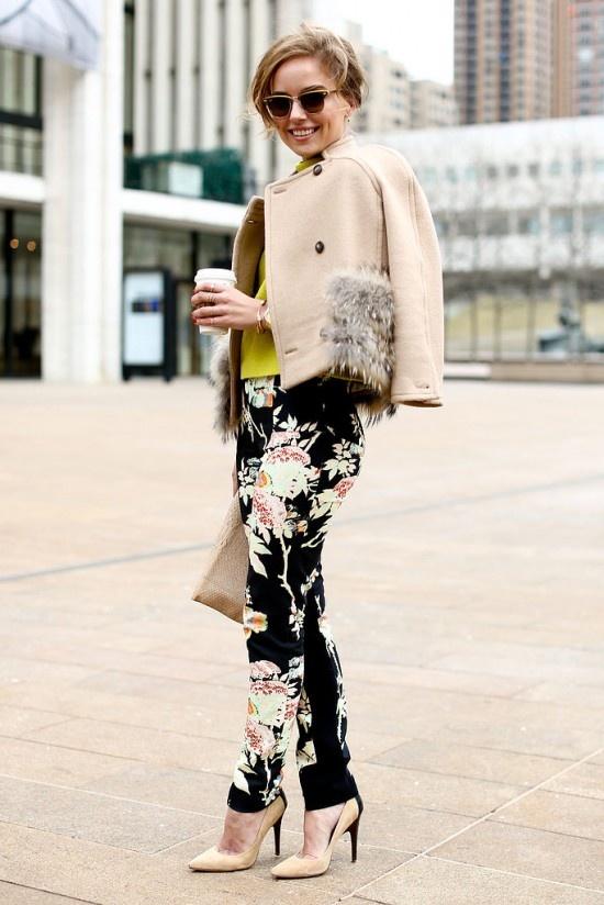 Pantalones floreados cool en invierno