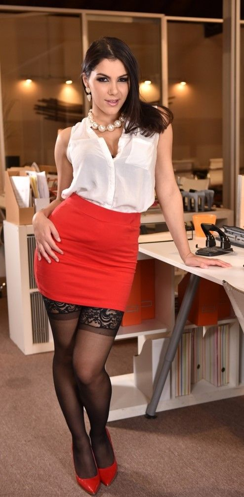 Dark haired female Valentina Nappi seduces her hubby before he leaves for work № 1667455  скачать