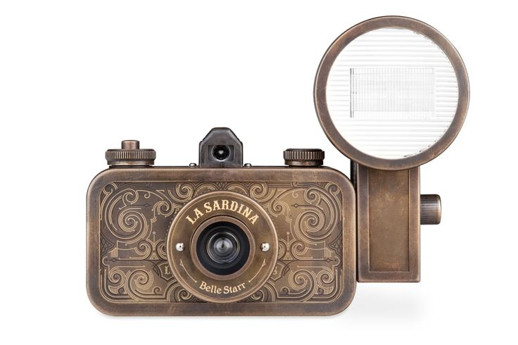 Looking for a camera to go along with you on your analogue exploits? Hit the trail with La Sardina Belle Starr! With an oxidized metal body and ornate decorations, this camera and flash package calls to mind images of the Old West and is ready to take you on a wild wide-angle ride!