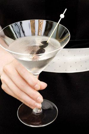 A classic martini is a great signature cocktail for a #blacktiewedding.
