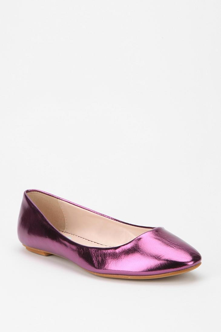 It's electric.. #urbanoutfitters #metallic #skimmer >> Fun shoe!