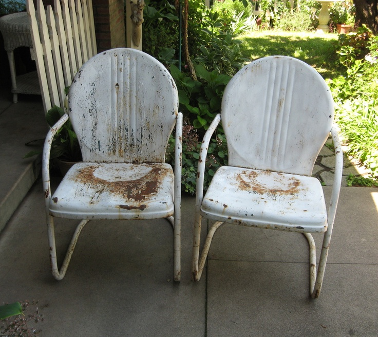 PAIR VINTAGE White METAL LAWN Motel CHAIRS Great