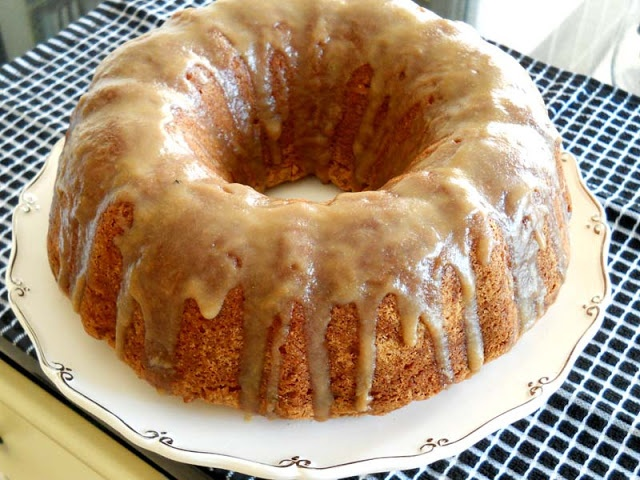Apple Spice Cake with Brown Sugar Glaze | Cakes | Pinterest