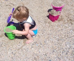 Toddlers at the beach: 5 tips to save your sanity
