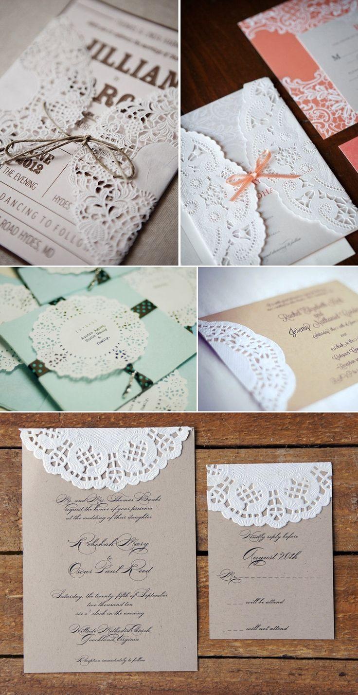 Convites de casamento com guardanapo rendado.
