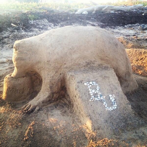 """Our vacation 2013 #Baylor beach sand sculpture."" #SicEm (via leighannearthur on Twitter)"