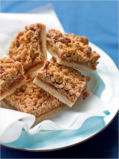 Apple Pie Bars for breakfast. Oats, apples, sweet mornings!