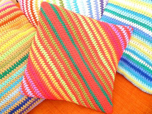 love it! & link to ravelry pattern :) Crochet - Cushions Pinterest
