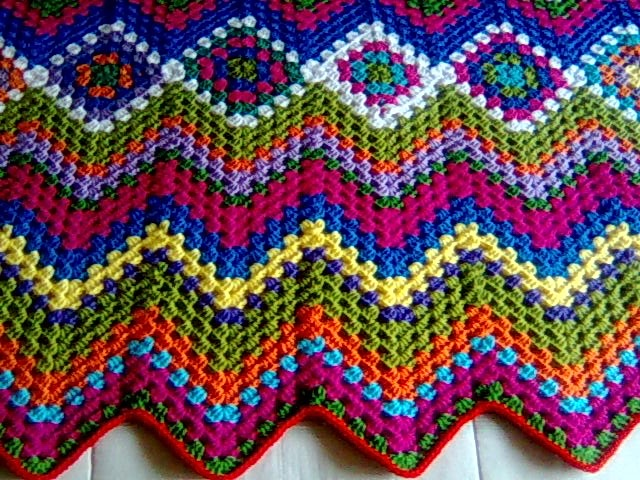 Manta Hueco Zig Zag - gorgeous combination of granny squares and ...