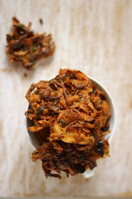 Onion Pakoras/Bajjis - Onions Fritters in Chickpea Batter