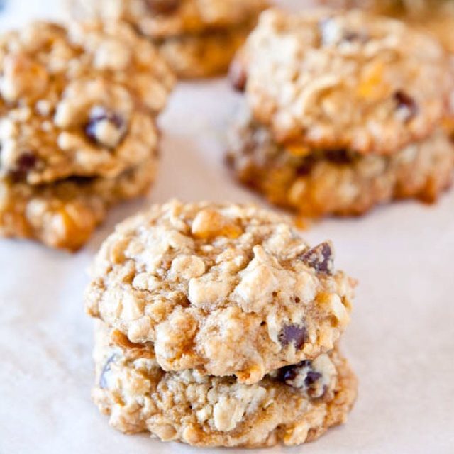 Coconut oatmeal toffee cookies