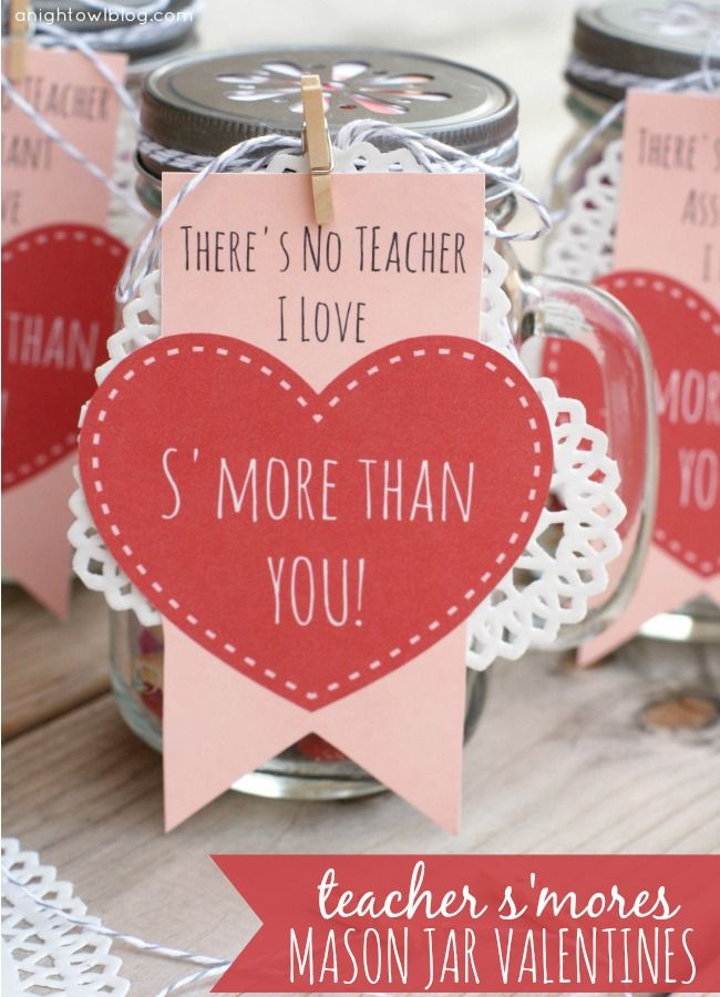 Adorable Teacher Valentines Day gifts! Mason jars filled with s'mores snack mix. Free printables! #masonjars #smores #valentines #valentines...