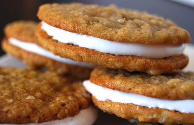 Oatmeal Cream Pies...thinkin I could make healthy oatmeal cookies and ...
