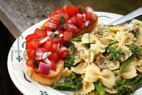 ... spicy italian sausage zucchini noodles spicy garlic broccoli rabe