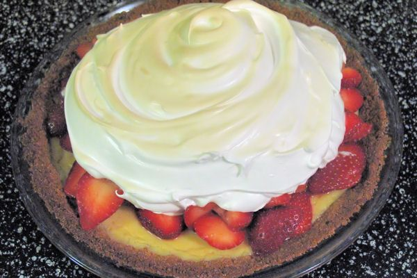 Strawberry Lemonade Icebox Pie | Dessert | Pinterest