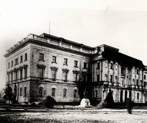 South Carolina State House In 1895 With Statue Of George Washington