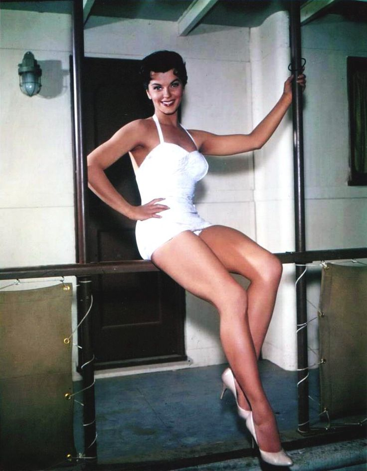 Lisa Gaye Miles And Miles Of Leg Pinterest
