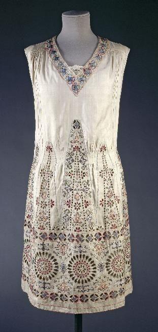 Dress 1920-1925 Musée Galleira de la Mode de la Ville de Paris. @Deidra Brocké Wallace