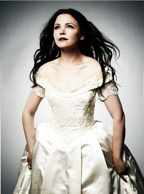 Ginnifer goodwin as snow white season 2 promo once for Snow white wedding dress once upon a time