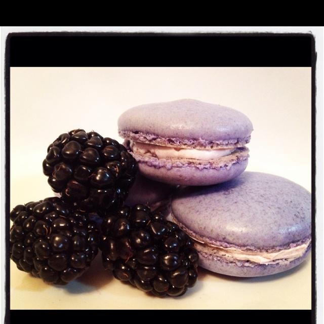 Blackberry Macaron | Sweet | Pinterest