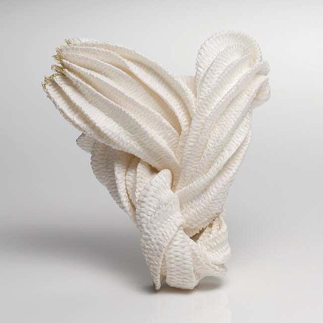 "Kazumi Nagano: ""Brosche/brooch"". 2011. Bambus, Nylon, Gold. Bamboo, nylon, gold. 110x900x50mm. Schmuck 2012"