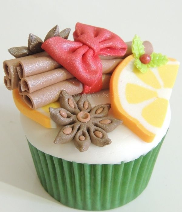 Christmas Cupcake - For all your cake decorating supplies, please visit craftcompany.co.uk