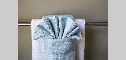 how to hang bathroom towels decoratively. Black Bedroom Furniture Sets. Home Design Ideas