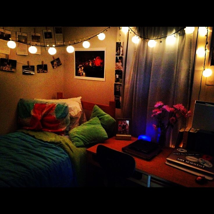 Dorm Room With Lights and Hanging Photos  Dorm Room  ~ 100756_Dorm Room Light Decorations