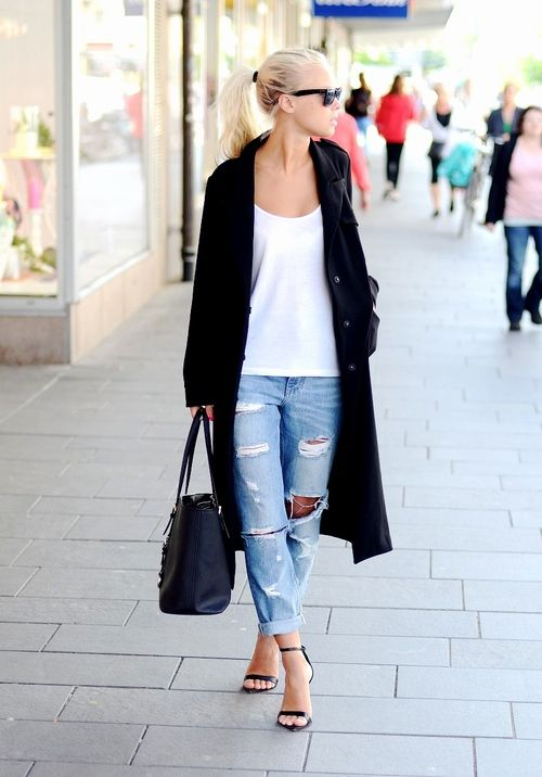 Distressed boyfriend jean - the perfect casual look