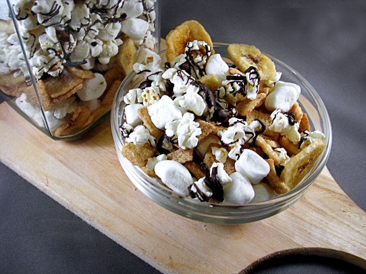 Banana S'more Popcorn Trail Mix maybe chocolate teddy grams instead of ...