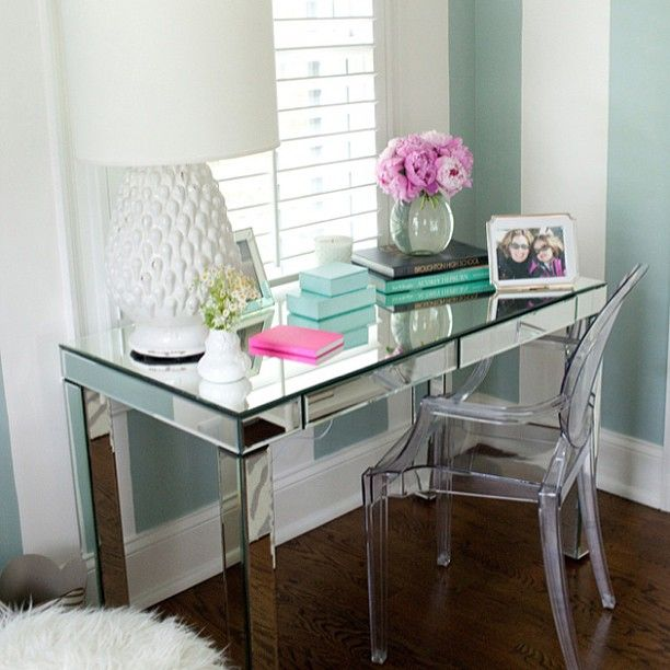 mirror desk and ghost chair combo. This is definitely making it to my home office decor list :)