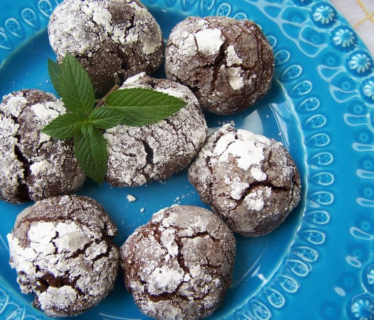 sweet dark chocolate mint crackle cookies