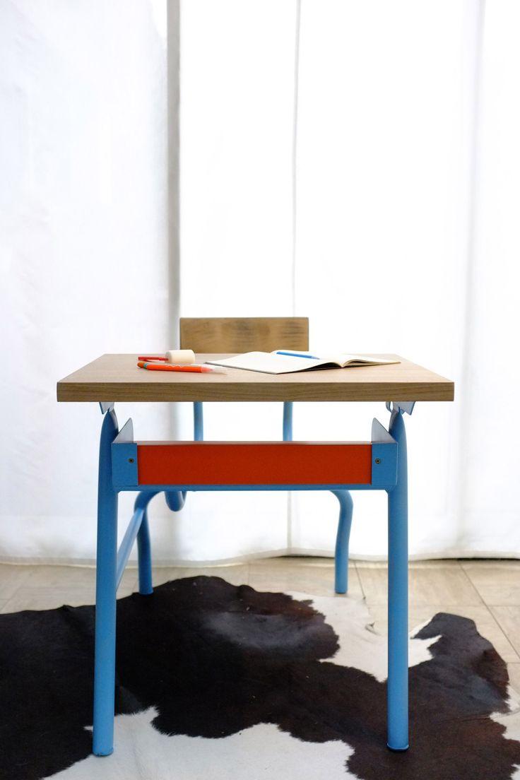 Pupitre en bois massif chêne et peint bleu et orange  Chambre d