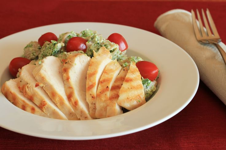 Creamy Broccoli Pesto Pasta with Grilled Chicken Step 4: Divide the ...