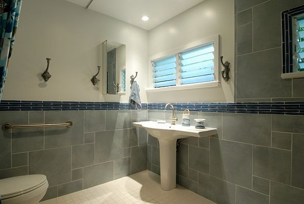 Pedestal Sink With Counter Space : Tropical sea inspired bathroom with pedestal sink