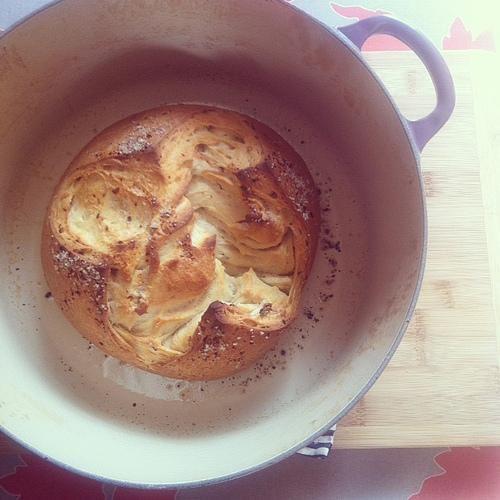 Easy, Spicy Garlic Bread in a Pot | via Joy the Baker