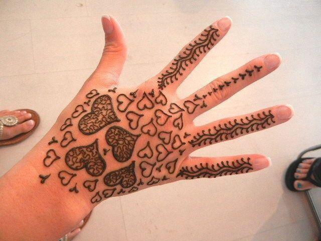 Heart henna mehndi designs for eid tattoo designs and for Heart henna tattoo