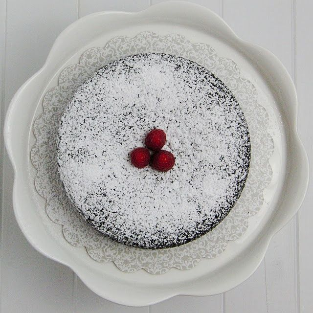 Red Wine Chocolate Cake - umm, excuse me? Where has this lovely recipe ...