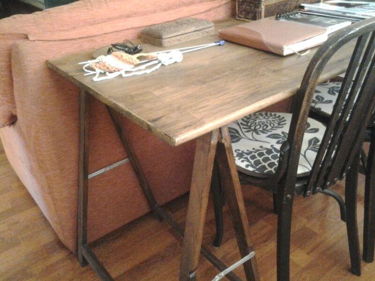 Mesa auxiliar con caballetes decoracion hogar pinterest - Mesa con caballetes ...