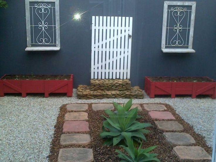 Decorating an outside blank wall cool ideas pinterest for Blank wall ideas